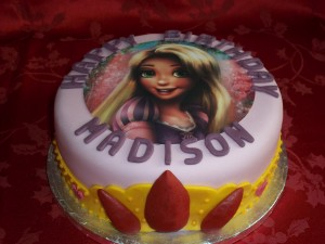 Rapunzel cake with crown